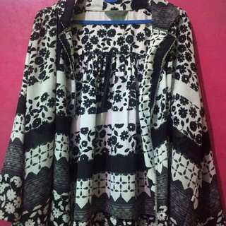 Outer monochrome motif floral (re-price)