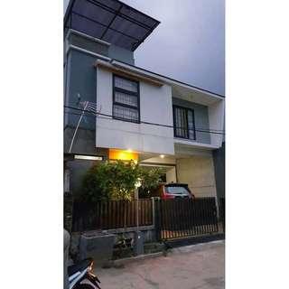 DI JUAL RUMAH 2 setengah Lantai di Bantar Gebang, Bekasi