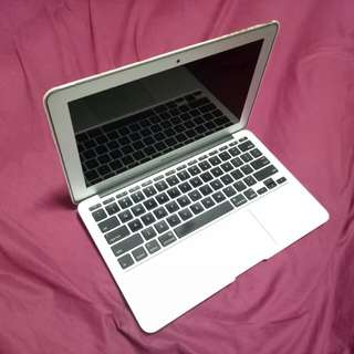 MacBook (11 inches) free marble gold cover!