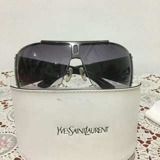 Kaca mata hitam Yves Saint Laurent (Ysl). Ori