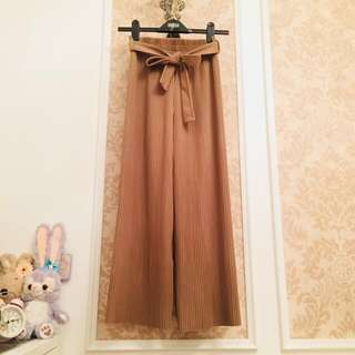 韓國款 裸膚駝色系 細緻百褶 彈性收腰伸縮蝴蝶結綁帶 優雅氣質日系飄逸褲裙感長褲