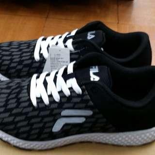 免 運 中 ……     免  運  中……  免  運  中… 新鞋款,新上架(FILA)鞋款,都有(特價喔…)而且款式多樣化, 新推出一款(男性)跑鞋, 輕量,透氣,柔軟,    特價:  9  9  0  元 尺寸 :   9 ~ 1 0 號 型號:  1-J908Q~001    特  價 中~  免  運  中…