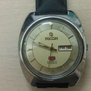 Antique wrist watch with date