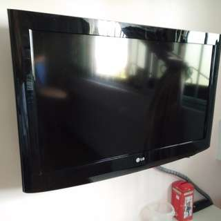 LG 32 inches TV with wall bracket and cable