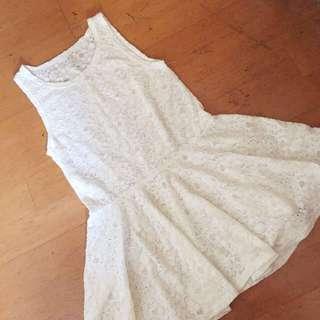 白色蕾絲清新裙擺無袖上衣