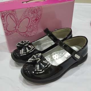Black sequined bow dance shoes