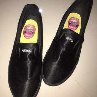 Sepatu Gosh Hitam Cantik barter