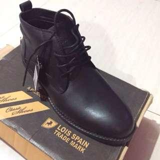 Sepatu Lois