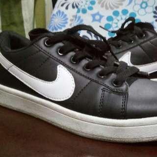 Nike Court Royale
