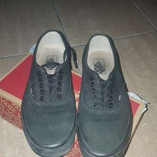 vans authentic all black size 42