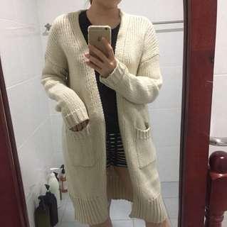 米白長版針織外套