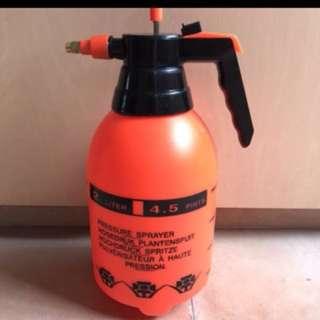 Bike pressure bottle sprayer