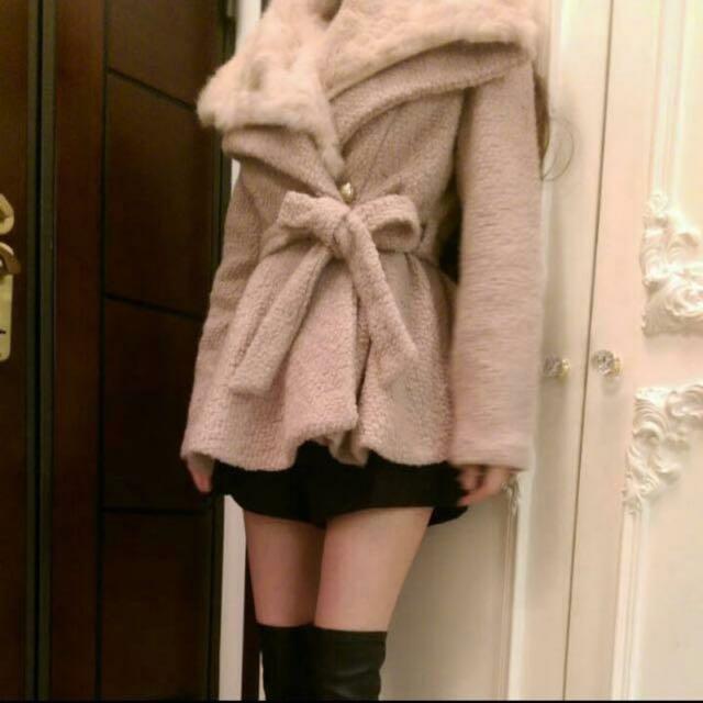 柔軟粉嫩綁帶大衣