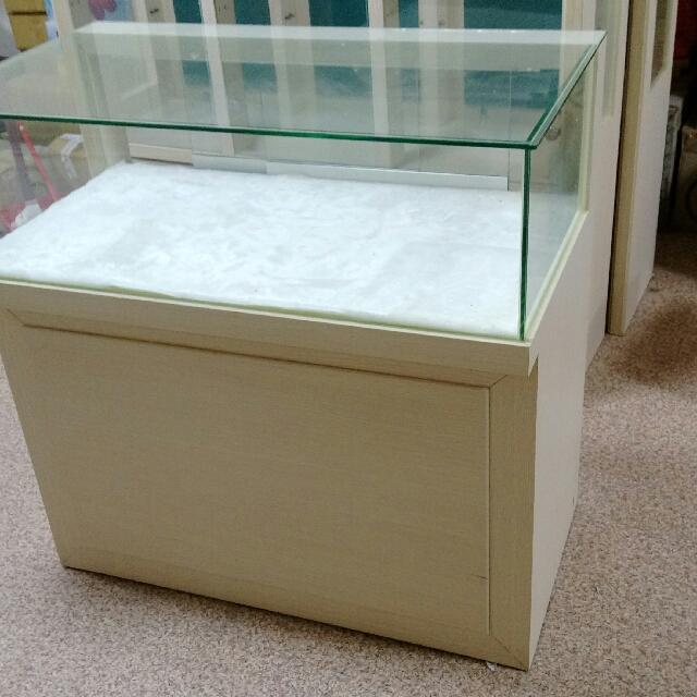 象牙白展示玻璃櫃