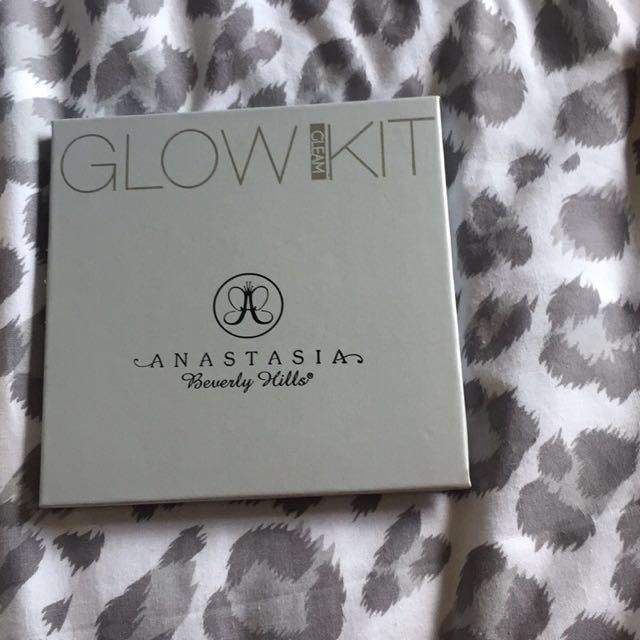 Anastasia Beverly Hills replica gleam glow kit