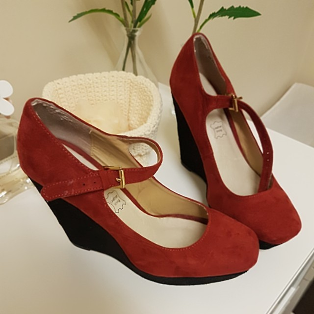 As new wedges size 9
