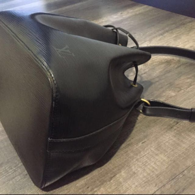 ea6e98ee785 💯%Authentic Louis Vuitton Lv Black Epi Leather Petit Neo Bucket Bag,  Luxury, Bags   Wallets on Carousell