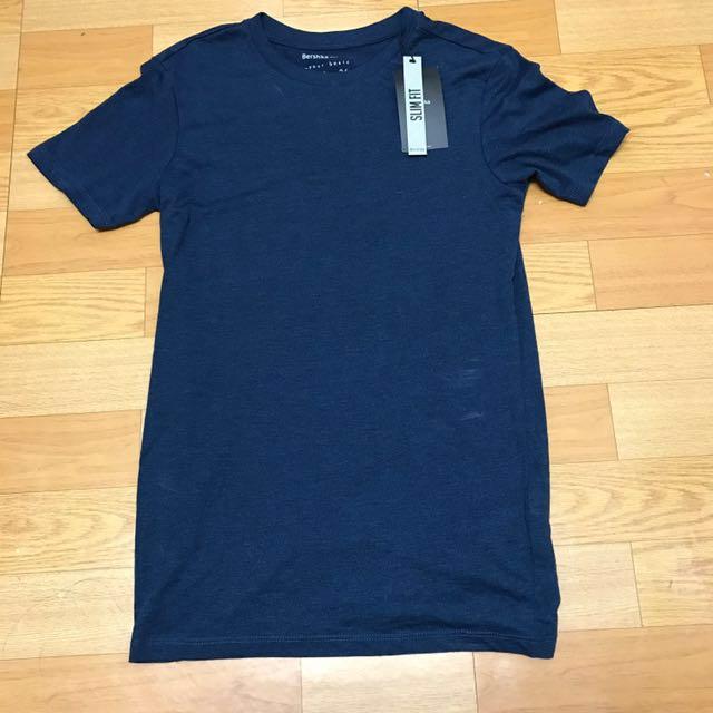Bershka湖水深藍短T韓國買的Xs號買錯尺寸!不小心沾到粉洗的掉喔#舊愛換新歡
