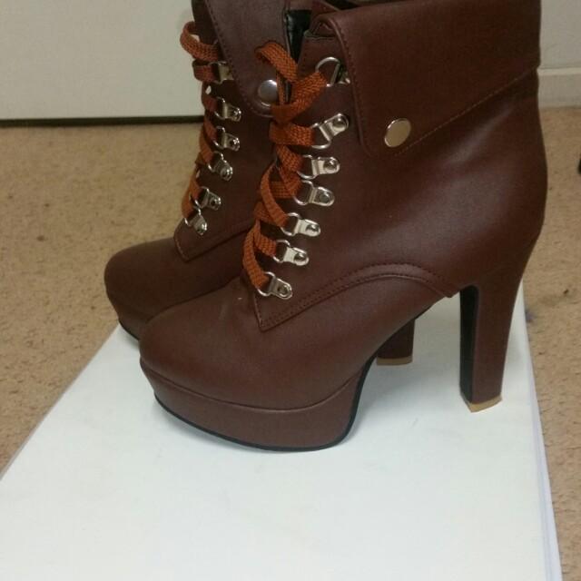 Boot heels sz 10