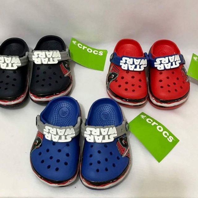693ab8eab2 Crocs Star Wars