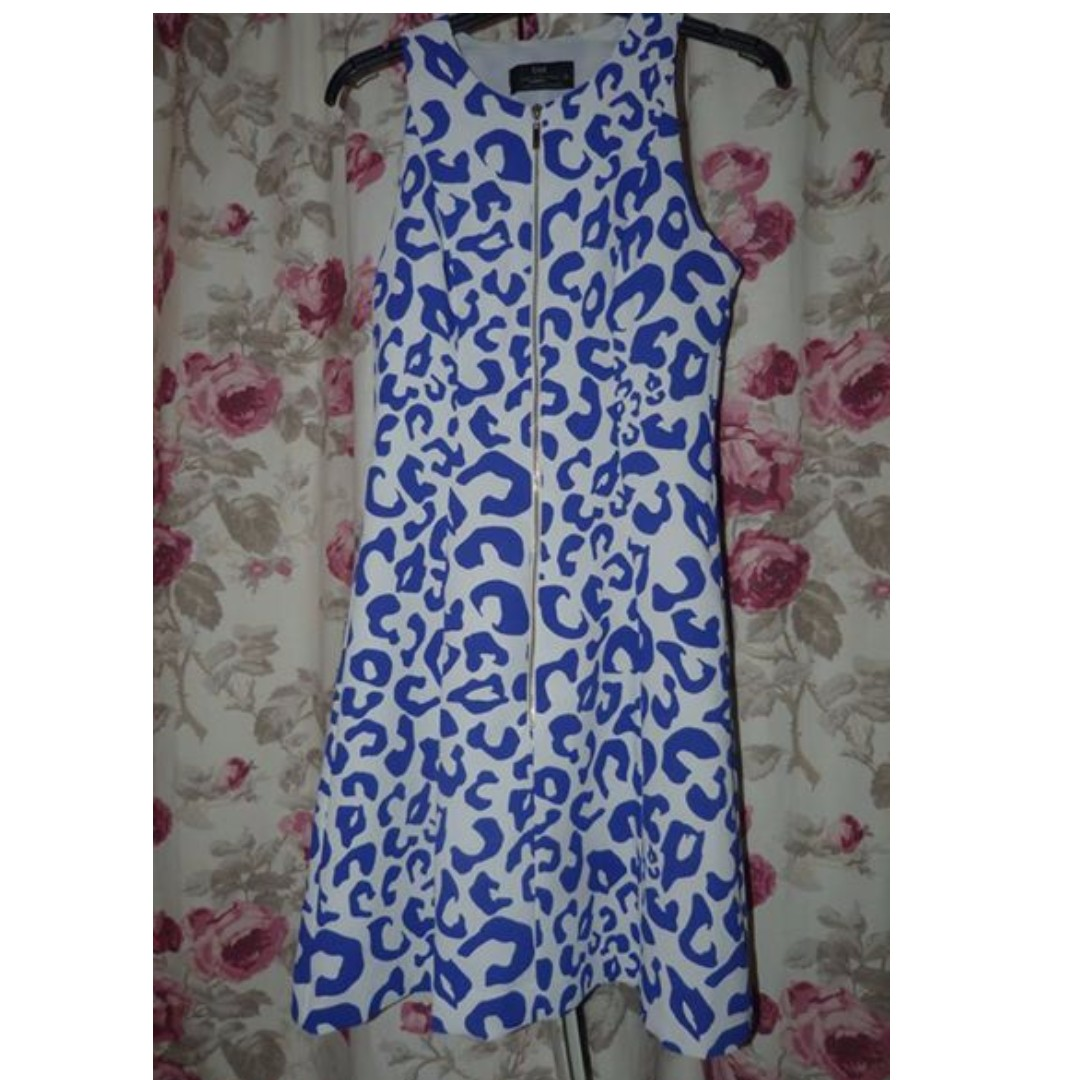 Cue recent animal front zip dress size 6