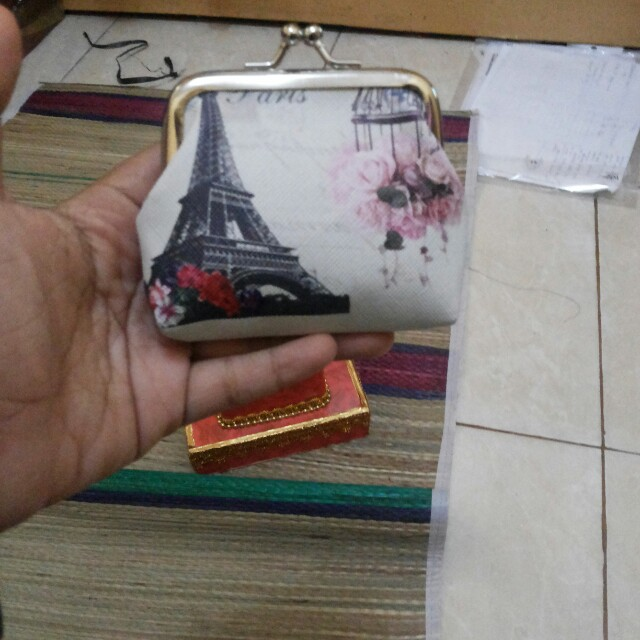 Dompet koin paris