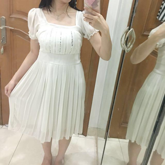 Dress Pesta Putih Olshop Fashion Olshop Wanita On Carousell