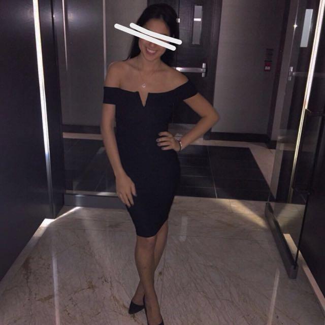 Fashion Nova - Overshoulder black dress