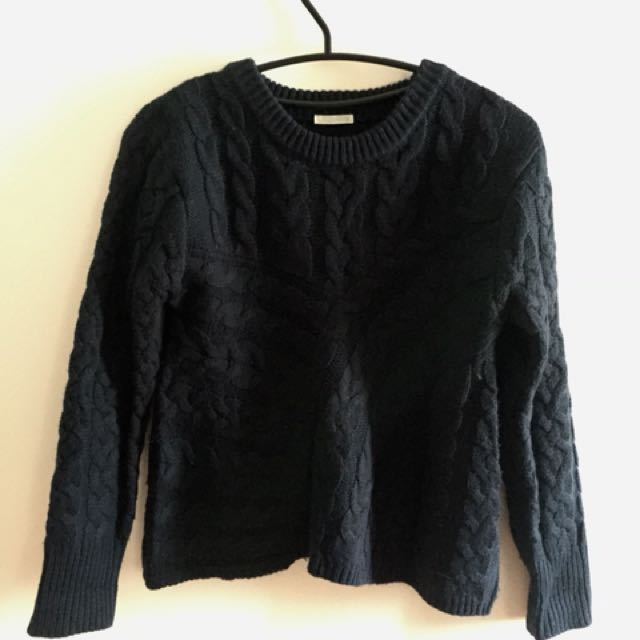 GU woman sweater