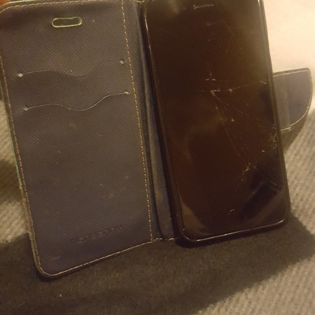 Iphone 6 64GB unlocked(price firm) cracked screen