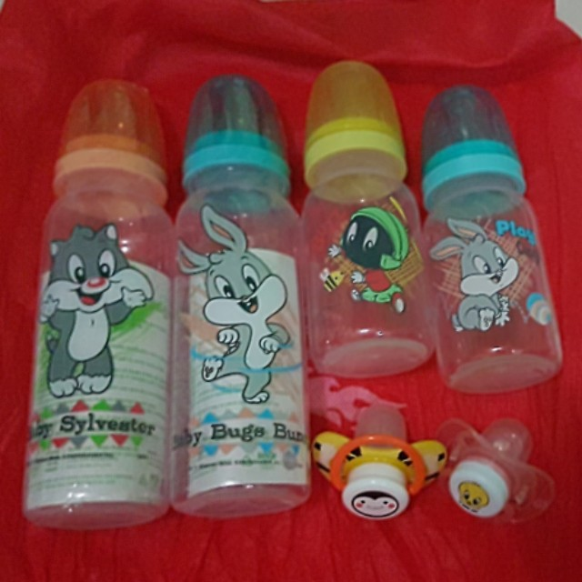 Looney Tunes Feeding Bottles and Pacifier