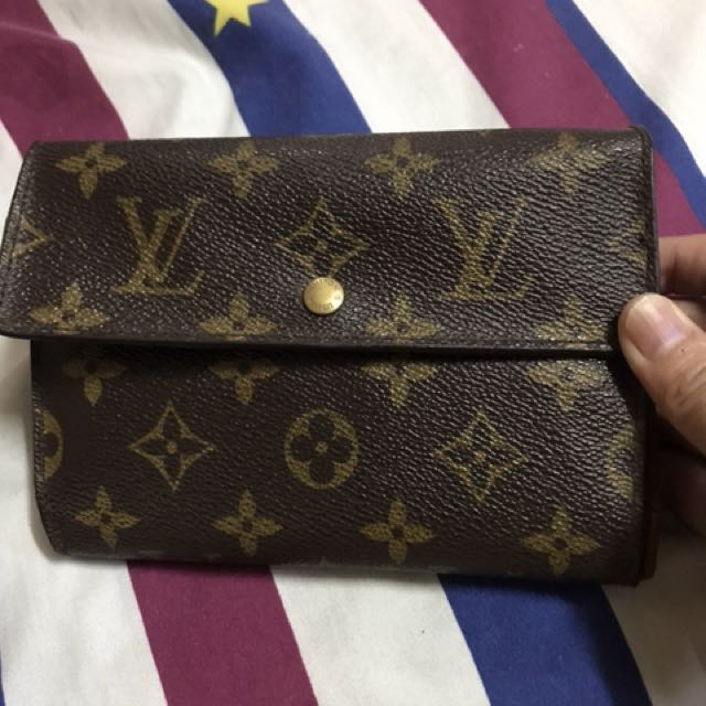 Lv guaranteed authentic wallet