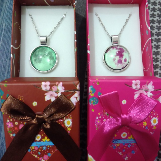 Moon necklace glow in the dark/with box 50 each min 10pcs