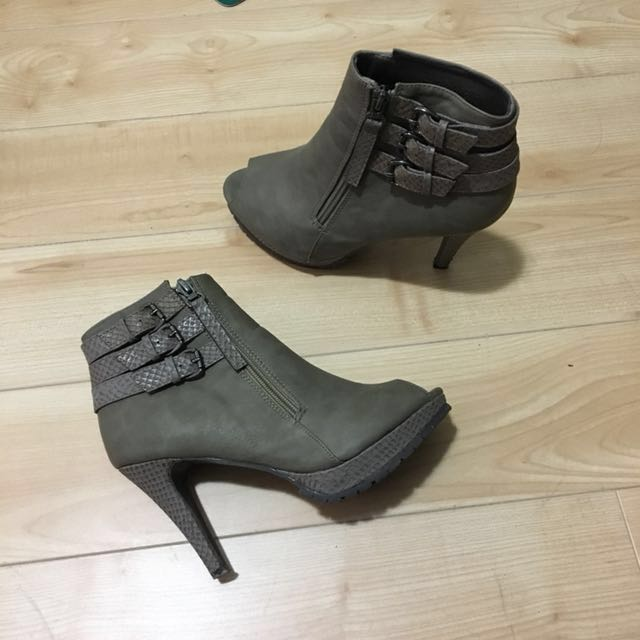 Open-toe heel booties