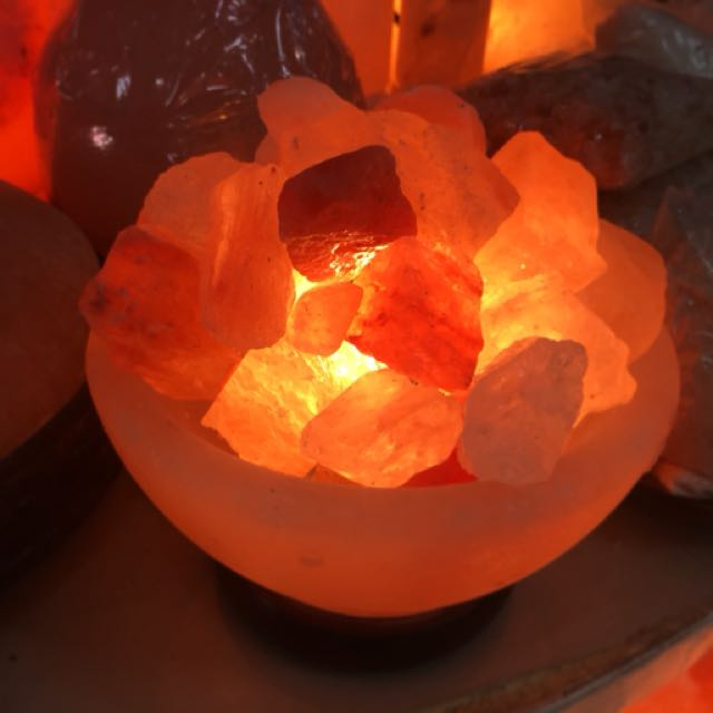 Pink Himalayan salt lamp