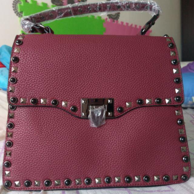 SALE‼️ Valentino Rockstud Sling Bag
