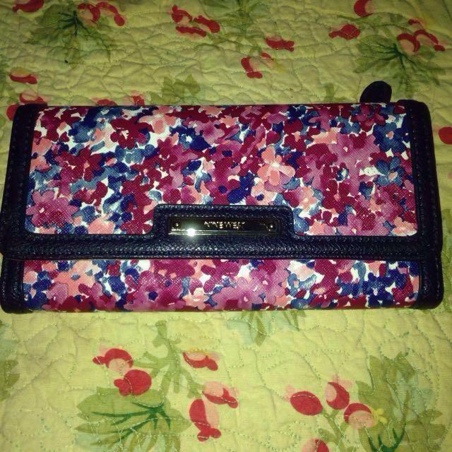 📍sale📍nine west tri-fold wallet