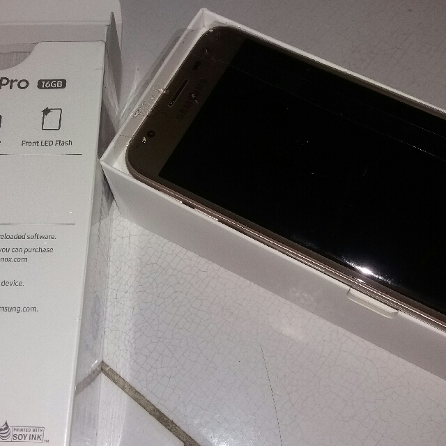 samsung j3 pro full set lengkap..ram 2 internal 16 GB layar 5inch