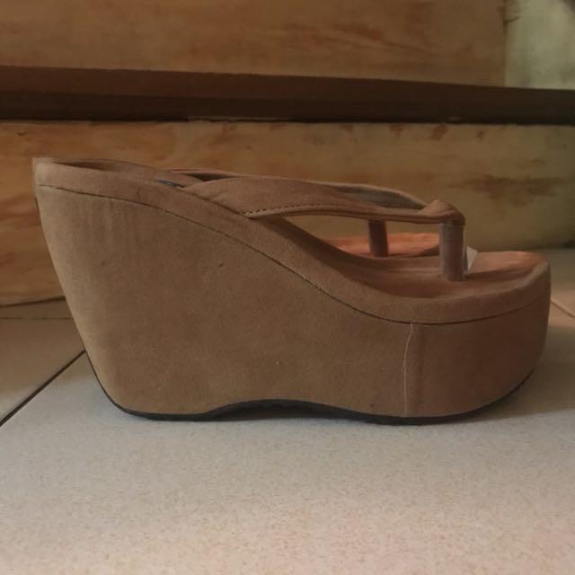 Suede / velvet wedge slippers