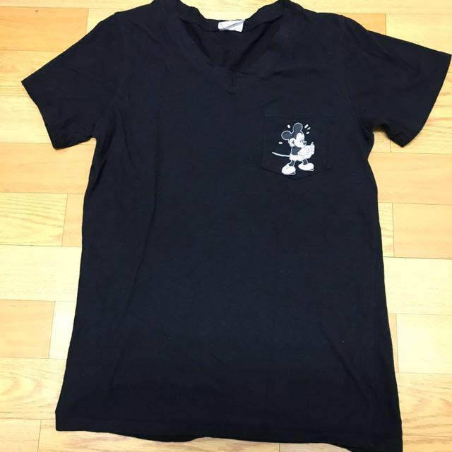 黑色米奇前口袋v領t恤#舊愛換新歡