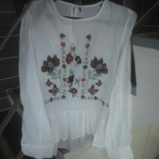 White long sleeves satin floral