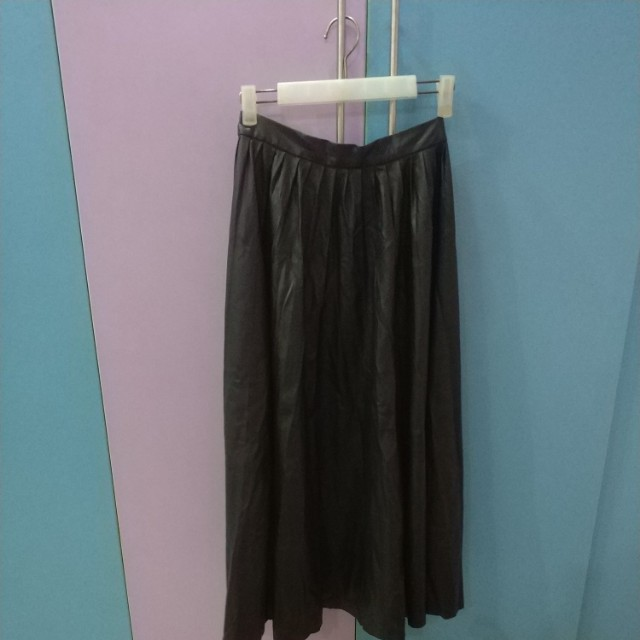80fed5989 Zara Woman Leather Maxi Skirt, Women's Fashion, Clothes, Dresses & Skirts  on Carousell