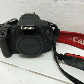 二手 Canon 650D , 16GB記憶卡 , 充電器+電池兩顆 , 一顆鏡頭與相機包(想看更多圖請私訊我)