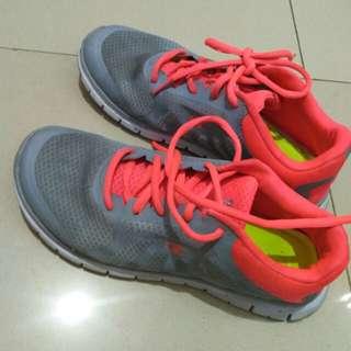 Champion sepatu olahraga