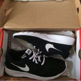Nike 運動鞋 25
