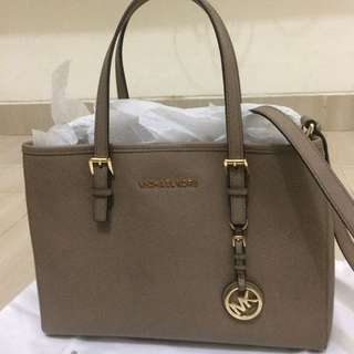 Michael kors bag aunt 100%