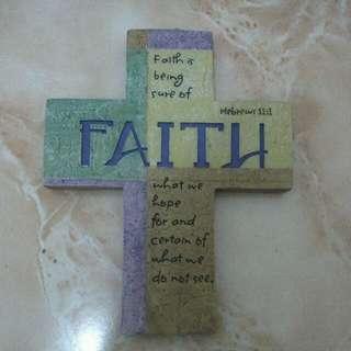Gantungan dinding FAITH