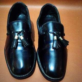 Sepatu slip on kulit import