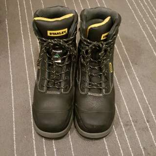 safety boots size10