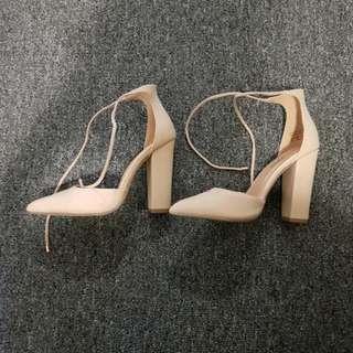 BRAND NEW Women's Heels (Nude)